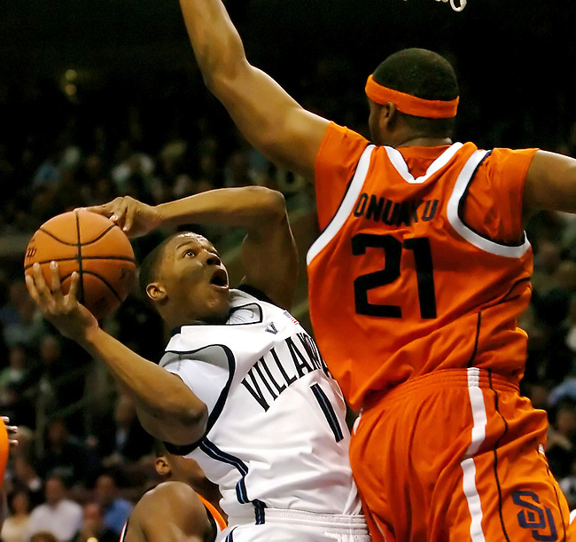 Villanova guard Kyle Lowry (1) shoots a basket past Syracuse forward Arinze Onaku (21) in the first half  in Philadelphia, January 21, 2006. REUTERS/Bradley C Bower.