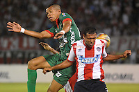 BARRANQUILLA- COLOMBIA -14 -02-2016: Felix Noguera (Der.) jugador de Atletico Junior disputa el balón con Maicol Medina (Izq.) jugador de Patriotas FC, durante partido entre Atletico Junior y Patriotas FC, de la fecha 3 de la Liga Aguila I-2016, jugado en el estadio Metropolitano Roberto Melendez de la ciudad de Barranquilla. / Felix Noguera (R) player of Atletico Junior vies for the ball with con Maicol Medina (L) player of Patriotas FC, during a match between Atletico Junior and Patriotas FC, for date 3 of the Liga Aguila I-2016 at the Metropolitano Roberto Melendez Stadium in Barranquilla city, Photo: VizzorImage  / Alfonso Cervantes / Cont.
