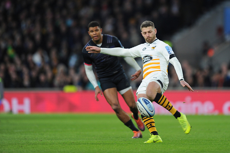 Willie le Roux of Wasps clears his line during Big Game 11, the Gallagher Premiership Rugby match between Harlequins and Wasps, at Twickenham Stadium on Saturday 29th December 2018 (Photo by Rob Munro/Stewart Communications)