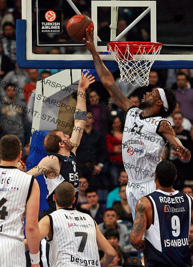 Wisniewski Andrew (L) is blocked by Partizan Belgrade player Gist James (21) during top 16, second round, Basketball Euroleague match Partizan vs EFES Pilsen in Belgrade, Serbia, Wednesday 26, January 2011. (credit & photo: Pedja Milosavljevic / +381641260959 / thepedja@gmail.com / STARSPORT)