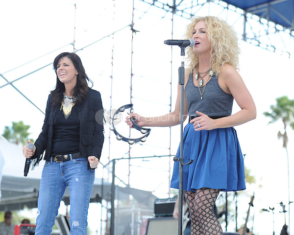Kimberly Schlapman and Karen Fairchild of Little Big Town perform at the 99.9 Kiss Country Chili Cookoff concert held at C.B. Smith park on January 30, 2011 in Pembroke Pines Florida. © MediaPunch Inc. / MPI04