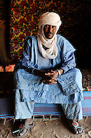 BURKINA FASO Djibo, malian refugees, mostly Touaregs, in refugee camp Mentao of UNHCR, they fled due to war and islamist terror in Northern Mali , Tuareg MUPHTAH AG MOHAMED from Tombouctou , with traditional wear turban Tagelmust and caftan Boubou, made from damask fabric / BURKINA FASO Djibo , malische Fluechtlinge, vorwiegend Tuaregs, im Fluechtlingslager Mentao des UN Hilfswerks UNHCR, sie sind vor dem Krieg und islamistischem Terror aus ihrer Heimat in Nordmali geflohen, Lagerleiter und Sprecher der Tuareg Fluechtlinge MUPHTAH AG MOHAMED aus Timbuktu