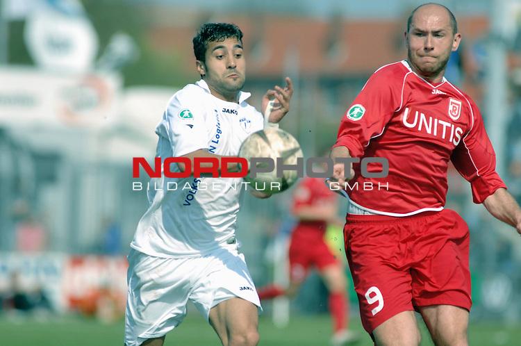 3. FBL 2008/2009 31. Spieltag RŁckrunde BSV Kickers Emden vs. SSV Jahn Regensburg,  Rashid El-Hammouchi (Emden #7) gegen Petr Stoilov (Regensburg #9)  , Foto © nph (nordphoto)