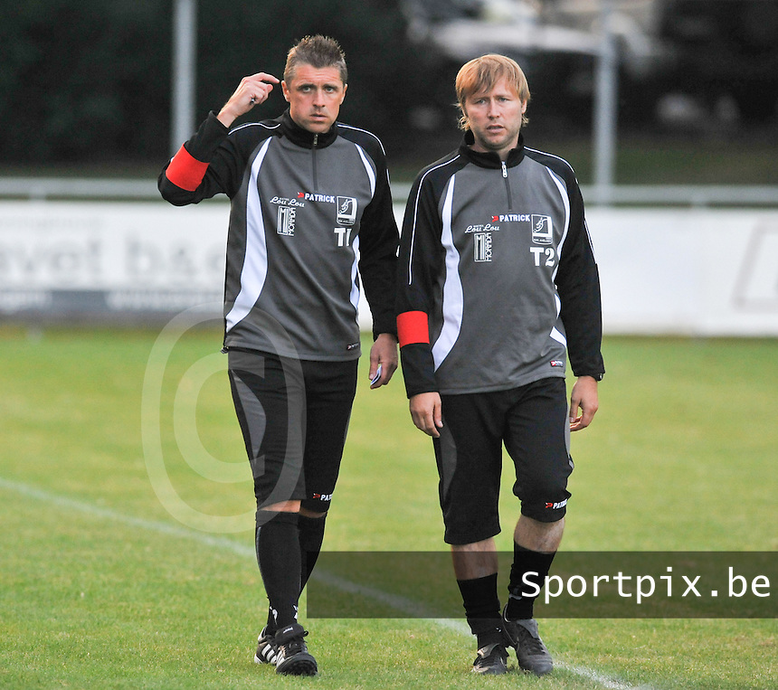 VK Avelgem : Coach Fanny Schamp (links) en Christ Himpe.foto VDB / BART VANDENBROUCKE