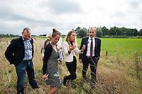 Nederland, Boxtel, 14 sept  2013<br /> Manifesatie tegen schaliegas proefboringen in  Boxtel. PvdA kamerlid Jan Vos kwam naar Boxtel en bekeek na de manifestatie ook de voorgenomen lokatie voor proefboringen in Boxtel en Haaren.  Dit is de lokatie in Boxtel.<br /> Foto(c): Michiel Wijnbergh