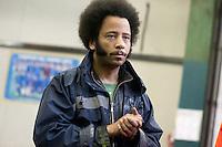 Roma  14 Aprile 2012.Il  rapper Boots Riley alle officine occupate rsi / treni notte. Occupy Oakland incontra gli operai
