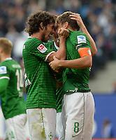 FUSSBALL   1. BUNDESLIGA   SAISON 2013/2014   6. SPIELTAG Hamburger SV - SV Werder Bremen                       21.09.2013 Santiago Garcia (li) und Clemens Fritz (re, beide SV Werder Bremen) jubeln nach dem Tor zum 0:1
