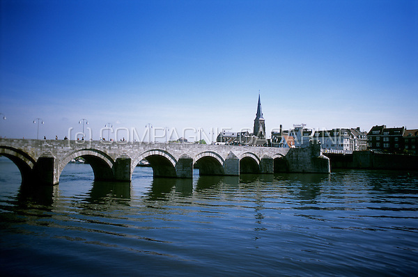 The 13th Century St-Servaas bridge in Maastricht, the oldest bridge in the Netherlands (Holland, 03/05/2008)