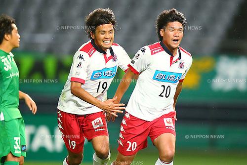 (L-R) Kengo Ishii, Kazumasa Uesato (Consadole), OCTOBER 4, 2015 - Football / Soccer : 2015 J2 League match between Tokyo Verdy 0-2 Consadole Sapporo at Ajinomoto Stadium, Tokyo, Japan. (Photo by Shingo Ito/AFLO SPORT)