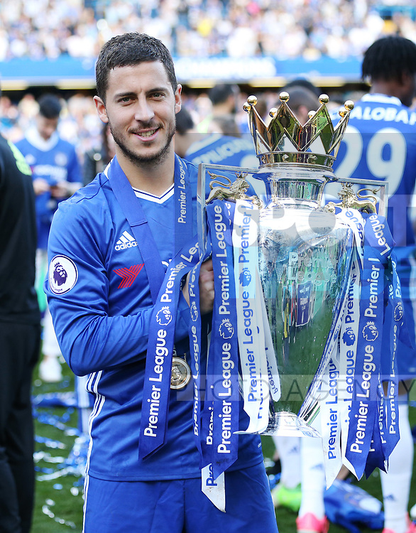 Chelsea's Eden Hazard celebrates with the trophy during the Premier League match at Stamford Bridge Stadium, London. Picture date: May 18th, 2017. Pic credit should read: David Klein/Sportimage