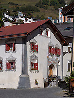 Engadiner Haus am Plaz  in Unterdorf, Scuol, Unterengadin, Graubünden, Schweiz, Europa<br /> Engadine house at Plaz in Scuol Unterdorf,  Scuol Valley, Engadine, Grisons, Switzerland