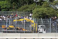 SÃO PAULO, SP, 14 DE MARÇO DE 2010 - TREINOS SÃO PAULO INDY 300 - Na manhã de hoje treinos para a corrida São Paulo Indy 300, etapa de abertura da temporada 2010 da IZOD IndyCar Series. Na foto o carro da piloto Simona de Silvestro sendo rebocado  .A corrida acontece na tarde deste domingo, nas ruas de São Paulo, passando pelo Sambódromo e Marginal do Tietê. (FOTO: WILLIAM VOLCOV / NEWS FREE).