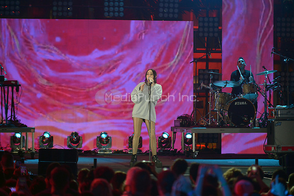 MIAMI BEACH, FL - JUNE 10: Noah Cyrus performs on stage during the iHeartSummer '17 Weekend at Fontainebleau Miami Beach on June 10, 2017 in Miami Beach, Florida. Credit: MPI10 / MediaPunch