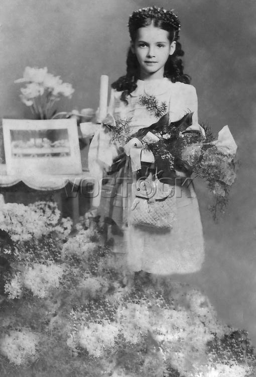 Polish film star Barbara Brylska, First Communion (for Catholics) / Барбара Брыльска, первое причастие (у католиков). Личный архив Б.Брыльской