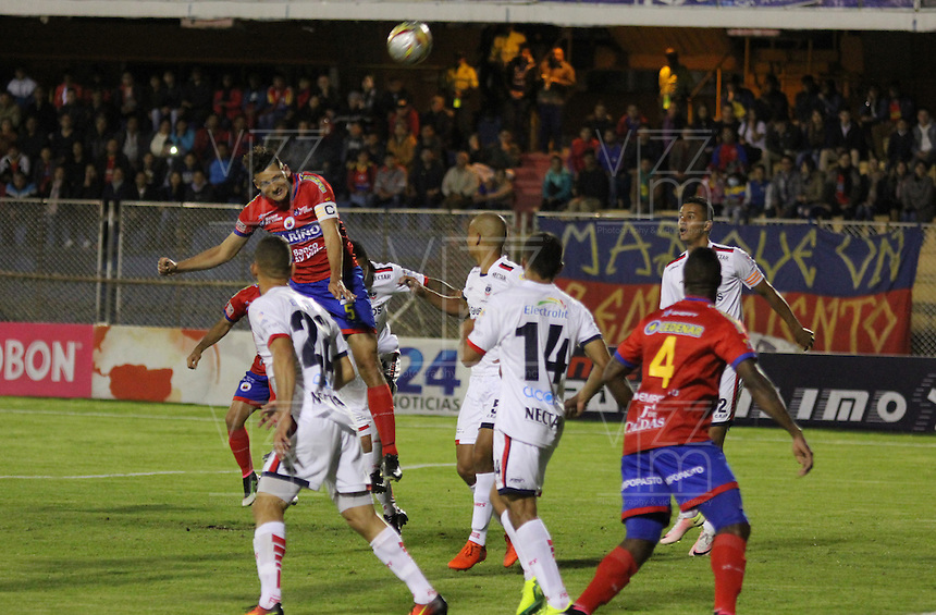 PASTO -COLOMBIA, 5-11-2016.Acción de juego entre el Pasto y Fortaleza durante encuentro  por la fecha 19 de la Liga Aguila II 2016 disputado en el estadio La Lbertad./ Action game between Pasto and Fortaleza   during match for the date 19 of the Aguila League II 2016 played at La Libertad  stadium . Photo:VizzorImage / Leonardo Castro  / Contribuidor