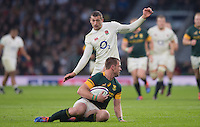 Twickenham, United Kingdom.  Jonny MAY, &quot;moves in&quot; on Ruan COMBRINCK, during Old Mutual Wealth Series match.: England vs South Africa, at the RFU Stadium, Twickenham, England, Saturday, 12.11.2016<br /> <br /> [Mandatory Credit; Peter Spurrier/Intersport-images]