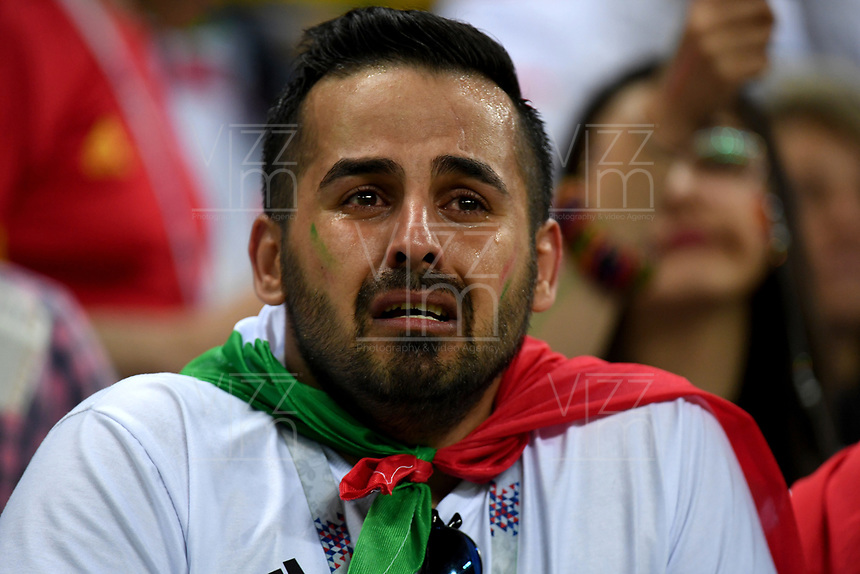KAZAN - RUSIA, 20-06-2018: Hinchas de RI de Irán lloran por la eliminación de su equipo después del partido de la primera fase, Grupo B, entre RI de Irán y España por la Copa Mundial de la FIFA Rusia 2018 jugado en el estadio Kazan Arena en Kazán, Rusia. / Fans of IR Iran cry for the elimination of their team after the match between IR Iran and Spain of the first phase, Group B, for the FIFA World Cup Russia 2018 played at Kazan Arena stadium in Kazan, Russia. Photo: VizzorImage / Julian Medina / Cont