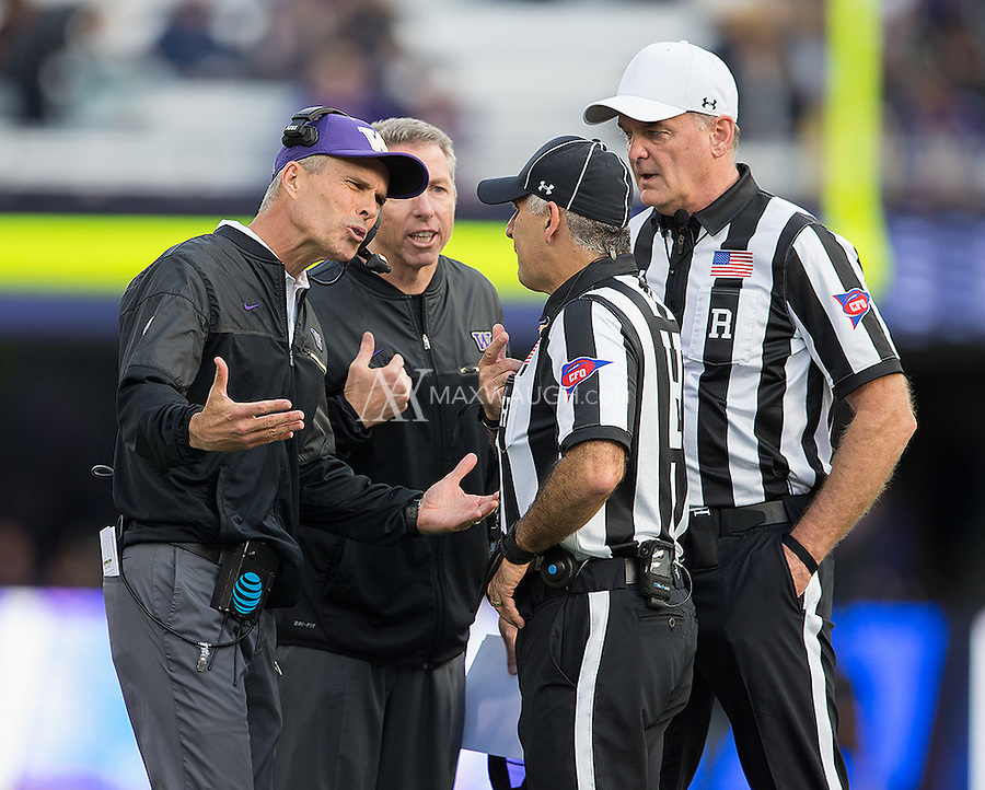 Head coach Chris Petersen expresses his displeasure to the refs.