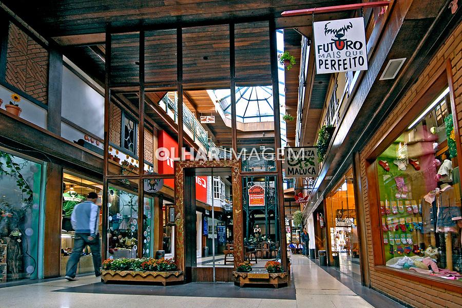 Shopping em Vila Capivari. Campos do Jordão. São Paulo. 2006. Foto de Juca Martins.