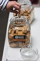 France, Morbihan (56), Saint-Armel, Biscuiterie des Vénètes , biscuit  breton : Galettes de Saint-Armel // France, Morbihan, Saint  Armel, Galettes de Saint-Armel , local cookies