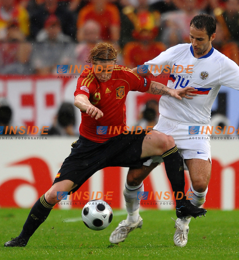 FERNANDO TORRES AND ROMAN SHIKOROV<br /> Innsbruck 10/6/2008 Stadium &quot;Tivoli Neu&quot; <br /> Espana Russia - Spagna Russia - Euro2008 Calcio Group C<br /> Foto Andrea Staccioli Insidefoto