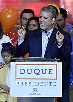 BOGOTA - COLOMBIA, 27-05-2018: Ivan Duque, candidato presidencial por le partido Centro Democrático durante su alocución al ganar en la jornada electoral hoy, 27 de mayo de 2018. Las elecciones presidenciales de Colombia de 2018 se celebrarán el domingo 27 de mayo de 2018. El candidato ganador gobernará por un periodo máximo de 4 años fijado entre el 7 de agosto de 2018 y el 7 de agosto de 2022. / Ivan Duque, presidential candidate for the Centro Democratico party, during his speech after winning on the election day today, May 27, 2018. Colombia's 2018 presidential election will be held on Sunday, May 27, 2018. The winning candidate will govern for a maximum period of 4 years fixed between August 7, 2018 and August 7, 2022.. Photo: VizzorImage / Gabriel Aponte / Staff