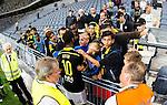Stockholm 2015-07-16 Fotboll Kval Uefa Europa League  AIK - FC Shirak :  <br /> AIK:s Henok Goitom pratar med unga supportrar till AIK efter matchen mellan AIK och FC Shirak <br /> (Foto: Kenta J&ouml;nsson) Nyckelord:  AIK Gnaget Tele2 Arena UEFA Europa League Kval Kvalmatch FC Shirak Armenien Armenia glad gl&auml;dje lycka leende ler le glad gl&auml;dje lycka leende ler le