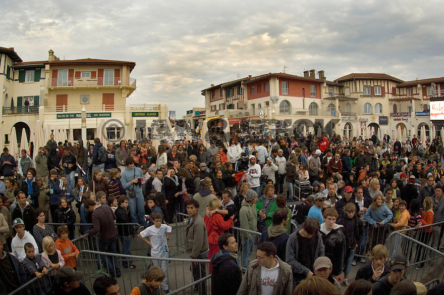 The crowd at seeing the winner of the Quiksilver Pro in Hossegor, France.