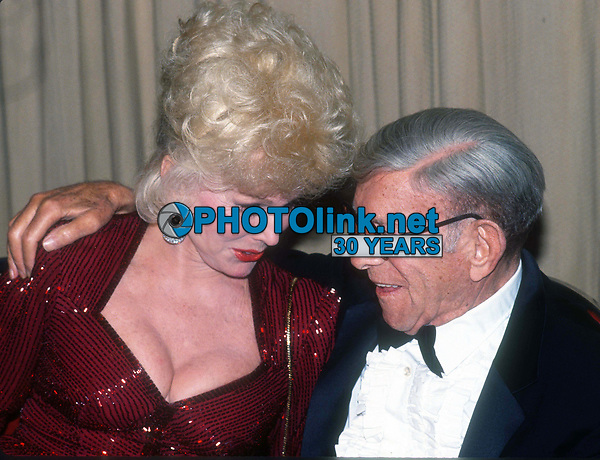 Eva Gabor and George Burns 1982<br /> Photo By John Barrett/PHOTOlink.