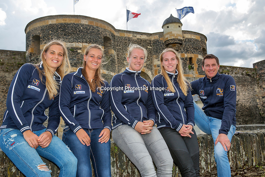 2016, 12 April, Arena Loire, Tr&eacute;laz&egrave;,  Semifinal FedCup, France-Netherlands,  Dutch team at the `Chateau, ltr: Arantxa Rus, Cindy Burger, Kiki Bertens, Richel Hogenkamp and Captain Paul Haarhuis<br /> Photo:Tennisimages/Henk Koster