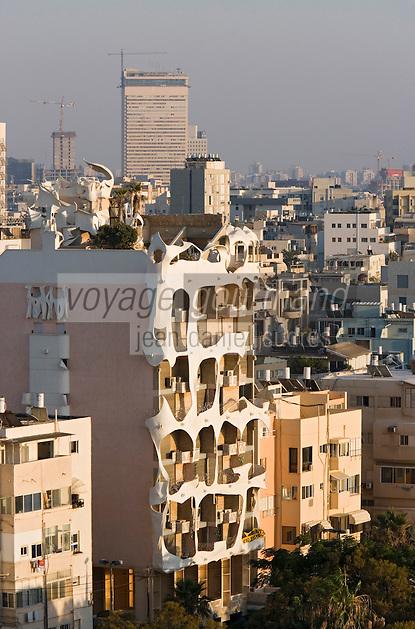 Asie/Israel/Tel-Aviv-Jaffa: les immeubles du Front de mer sur le boulevard Ha Yarkon vus depuis l'Hotel Hilton. Immeunble au 181 Rue Hayarkon construit par l'architecte suisse Léon Genieva