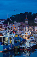 France, Aquitaine, Pyrénées-Atlantiques, Pays Basque,   Saint-Jean-de-Luz : Le port de pêche, vue de nuit , en fond l' Église Saint-Vincent de Ciboure  //  France, Pyrenees Atlantiques, Basque Country: Fishing port,  in the background Ciboure Church St Vincent
