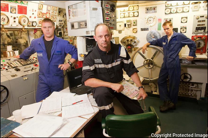 SM Coquerau (Pupitreur)<br /> LV Guerriau (Officier de quart Navire)<br /> MO Hubert (Op&eacute;rateur TO)<br /> Les gars des machines.
