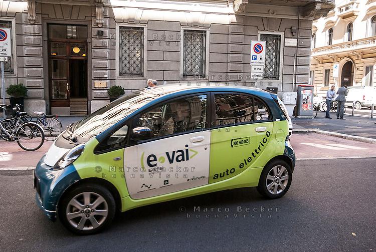 """Milano, car sharing e-vai --- Milan, """"e vai"""" car sharing"""