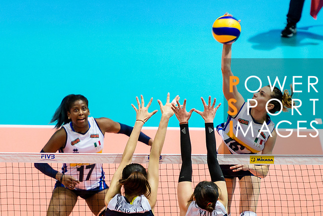 Lucia Bosetti of Italy (R) attacks during the FIVB Volleyball Nations League Hong Kong match between China and Italy on May 31, 2018 in Hong Kong, Hong Kong. Photo by Marcio Rodrigo Machado / Power Sport Images