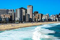 RIO DE JANEIRO, RJ, 31 AGOSTO 2012-CLIMA TEMPO NA CAPITAL FLUMINENSE- Movimentacao no Mirante do Leblon na tarde desta sexta feira 31 de agosto com ceu azul e muito sol, no Leblon, zona sul do Rio de Janeiro.(FOTO:MARCELO FONSECA/BRAZIL PHOTO PRESS).