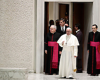 Papa Francesco arriva in Aula Paolo VI per tenere un'udienza speciale per i membri della Conferenza Episcopale italiana, CEI. Citt&agrave; del Vaticano, 5 gennaio 2017.<br /> Pope Francis arrives for a special audience with members of the Italian Episcopal Conference, CEI, in Paul VI Hall at the Vatican, on January 5, 2017.<br /> UPDATE IMAGES PRESS/Isabella Bonotto<br /> <br /> STRICTLY ONLY FOR EDITORIAL USE