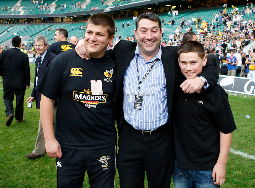 Photo: Richard Lane/Richard Lane Photography. .Leicester Tigers v London Wasps. Guinness Premiership Final. 31/05/2008. Wasps Director, Steve Hayes with his two sons.
