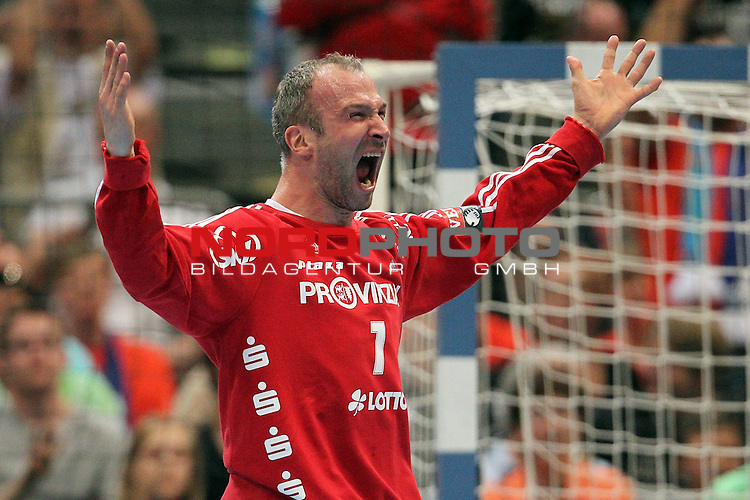 27.05.2012, Lanxess-Arena, K&ouml;ln, GER, EHF Final 4, THW Kiel vs Athletico Madrid, im Bild<br /> Thierry Omeyer (Torwart Kiel) jubelt<br /> <br /> // during the EHF Final 4, THW Kiel vs Madrid on 2012/04/27, Cologne, Germany. Foto &copy; nph / Mueller *** Local Caption ***