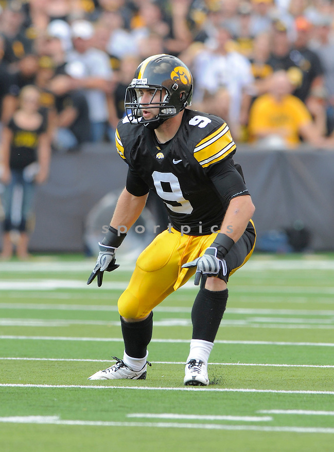 TYLER SASH, of the Iowa Hawkeys, in action during the Hawkeys game against the Arizona Wildcats on September 19, 2009 in Iowa City, Iowa. TheHawkeys  beat the Wildcats  21-17 ...