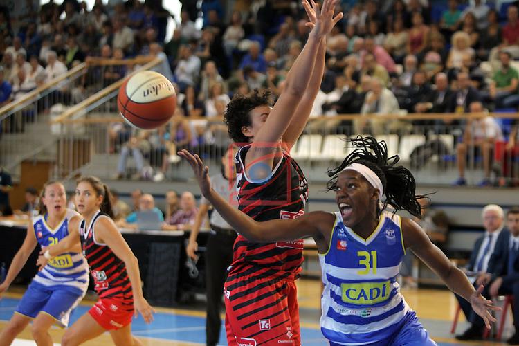 XXVIII Lliga Catalana Femenina 2016.<br /> Cadi La Seu vs Spar Citylift Girona: 71-57.<br /> Artemis Spanou vs Luiana Livulo.
