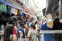 RIO DE JANEIRO, RJ, 07.05.2014 - COMERCIO POPULAR - Movimentacao de consumidores no Saara regiao de Comercio Popular no centro do Rio de Janeiro nesta quarta-feira, 07. (Foto: Marcus Victorio / Brazil Photo Press).