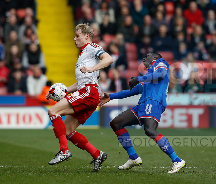 James McEveley of Sheffield Utd tussles with Jonathan Forte of Oldham Athletic during the Sky Bet League One match at The Bramall Lane Stadium.  Photo credit should read: Simon Bellis/Sportimage