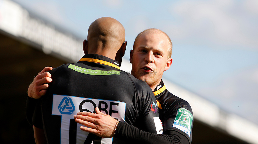 Photo: Richard Lane/Richard Lane Photography. London Wasps v Glasgow Warriors. Heineken Cup. 17/10/2010. Wasps' Joe Simpson celebrates with try scorer, Tom Varndell.