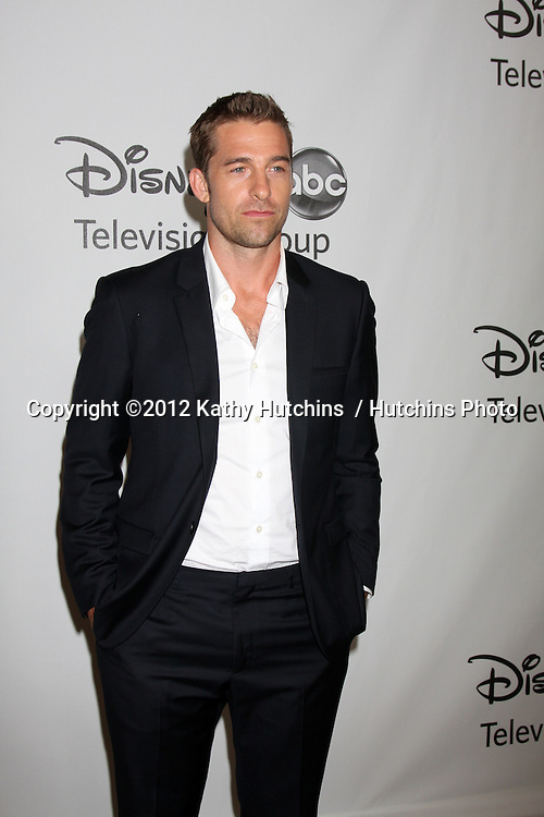 LOS ANGELES - JUL 27:  Scott Speedman arrives at the ABC TCA Party Summer 2012 at Beverly Hilton Hotel on July 27, 2012 in Beverly Hills, CA