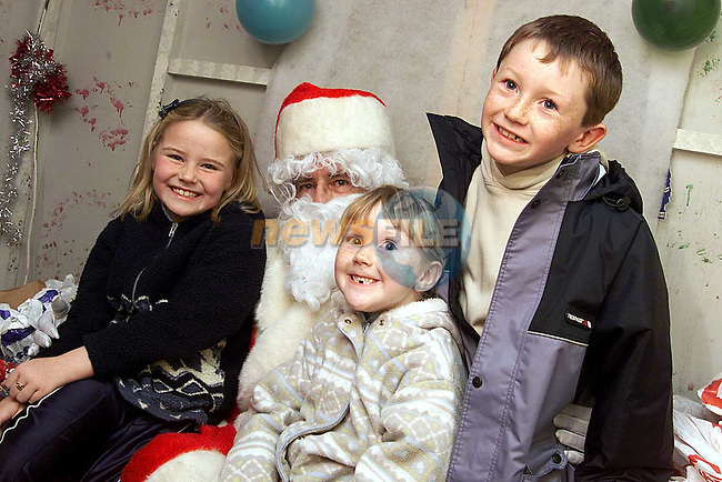 Amy Rowan, Inchicore and Amy and Aaron Bartley from Mornington with Santa in the Town Centre..Picture: Paul Mohan/Newsfile