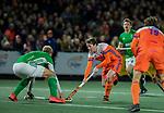 AMSTELVEEN - Seve van Ass (Ned) met Conor Harte (IRE)     de hockeyinterland Nederland-Ierland (7-1) , naar aanloop van het WK hockey in India.  COPYRIGHT KOEN SUYK