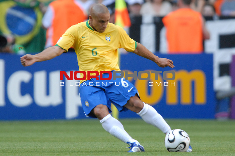 FIFA WM 2006 -  Gruppe F Vorrunde ( Group F )<br /> Play    #27 (18-Jun) - Brazil vs Australia<br /> <br /> Carlos Roberto (BRA)<br /> <br /> Foto &copy; nordphoto