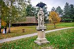 """Wygiezłów, 14-10-2017 (woj. małopolskie) Nadwiślański Park Etnograficzny. rzeżba """"Matka Boska Bolesna""""."""