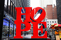 NOVA YORK, EUA, 10.01.2019 - TURISMO-EUA - Letreiro escrito HOPE uma das esculturas tradicionais da cidade pode ser visto na Ilha de Manhattan na cidade de Nova York nos Estados Unidos nesta quinta-feira, 10. (Foto: William Volcov/Brazil Photo Press)
